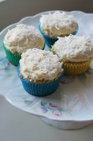 I Love Coconut These Cupcakes Want Another Found The Recipe Posted On A Fashion Message Board Of All Places Is By Bethenny