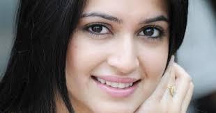 Kriti Kharbanda profile family wiki Age Affairs Biodata Height