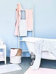 wandfarbe im badezimmer der neue trend westwing