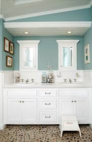 Guest Bathroom Decor Ideas Pinterest by Best 25 Beach Theme Bathroom Ideas On Pinterest Sea Bathroom