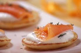 canape saumon mini blinis au saumon fumé
