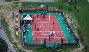 terrain de basket exterieur dalle plastique pehd de type pour la pratique du basket tennis