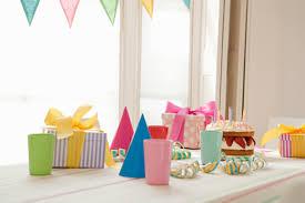 decoration pour anniversaire idées décoration pour fête d anniversaire la table à dessert
