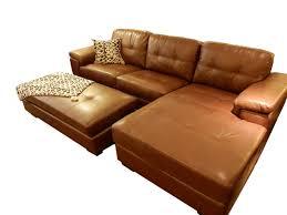Sofá con chaise y puff en smil cuero Medidas 2 64 largo total