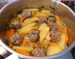 midi en recette de cuisine mijoté aux boulettes macaude en cuisine