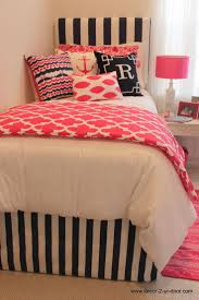 Coral Colored Bedding by Best 25 Coral Dorm Ideas On Pinterest College Bedding