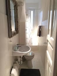 kleines helles badezimmer in hamburger altbauwohnung