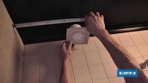 installer un extracteur dans la salle de bains vidéo bricolage