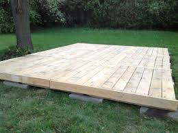 12x12 Floating Deck Plans by Patio Deck Out Of 25 Wooden Pallets Front Porches Pallets And Porch