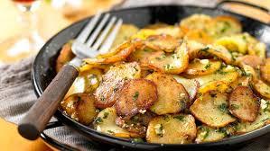 cuisiner la pomme de terre pommes de terre sarladaise facile et pas cher recette sur cuisine