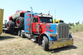 File:Monster Truck Transport - Optimus Prime.jpg - Wikimedia Commons