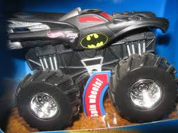100 Monster Truck Batman BATMAN 2009 Hot Wheels 1 43 Scale Rev Tredz Jam
