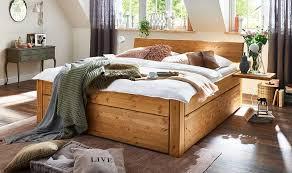 holz im schlafzimmer warum zirbenholz den schlaf