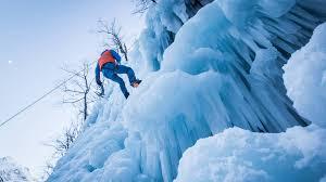 bureau des guides vallouise initiation à la cascade de glace à pelvoux avec le bureau des