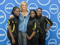 Ymca Bed Stuy by 5 Time Olympic Swimmer Dara Torres Makes A Splash At The Bed Stuy