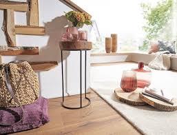 beistelltisch akola massiv holz sheesham wohnzimmer tisch metallbeine landhaus stil baumstamm form echt holz natur