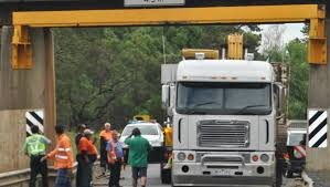 100 Truck Stuck Under Bridge Stuck Under Bridge Gippsland Times