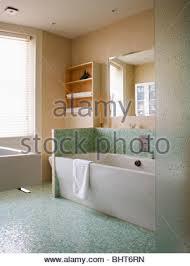 mosaikfliesen oben eckbadewanne in gelb auf 2 ebenen