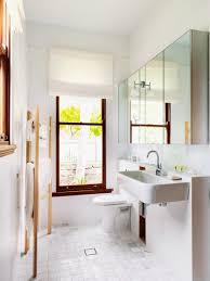 modernes schmales badezimmer mit bild kaufen 11121001