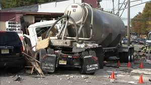 100 Truck Accident Today Employee Customer Seriously Hurt After Truck Slams Into New Jersey