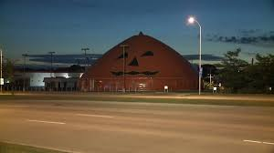 Halloween Express Locations Milwaukee Wi by Giant Inflatable Pumpkin Pops Up On Milwaukee U0027s South Side