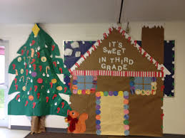 Classroom Door Christmas Decorations Pinterest by Hallway Bulletin Board Christmas Decoration Gingerbread House And