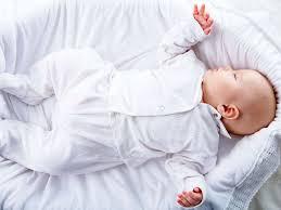 a quel age bébé dort dans sa chambre mort subite du nourrisson les bébés devraient dormir dans la