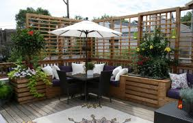 Outdoor Corner Bench | HomesFeed Creative Water Gardens Waterfall And Pond For A Very Small Garden Corner House Landscaping Ideas Unique 13 Front Yard Lot On Side Barbecue Bathroom Tub Drain Gardening Of Patio Good Budget Will Give You An About Backyard Ponds Makeovers Home Simple Awesome Decor Block Pdf