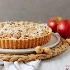 apfel birnen tarte mit amarettini streuseln sahnehäubchen