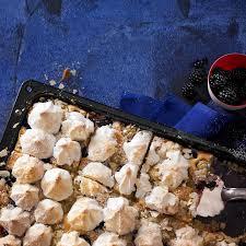 stachelbeer brombeer kuchen mit baiser