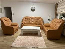 orangefarbenes leder wohnzimmer sofa