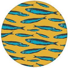 angler tapete sardinen büchse mit fisch schwarm in gelb angepasst an liitle greene farben