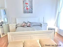 schlafen in leichtigkeit mit weiß und holz massiv aus holz
