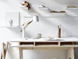 bureau en bois pas cher diy fabriquer un bureau design et pas cher tout en bois par