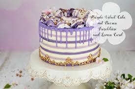 lila velvet cake mit beeren frischkäse und lemon curd