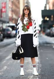 Top Tumblr Sweatshirt Nyfw 2017 Fashion Week Streetstyle Embroidered Printed Sweater Floral Skirt