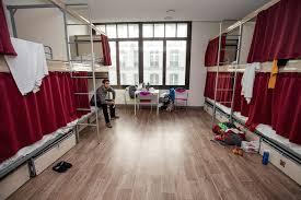 chambre de jeunesse les très riches proprios des auberges de jeunesse parisiennes