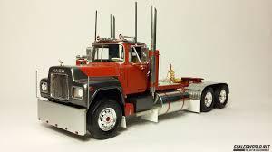 1/32 Monogram Snap Kit Truck | ScaledWorld