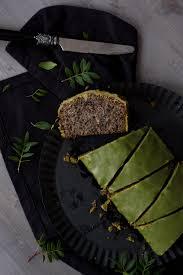schwarzer sesam kuchen mit matcha glasur