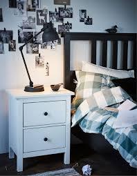 ein schlafzimmer im traditionell skandinavischen stil in