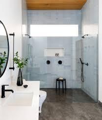 75 badezimmer mit holzdecke ideen bilder april 2021