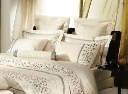 The 25 Best Pillow Arrangement Ideas On Pinterest