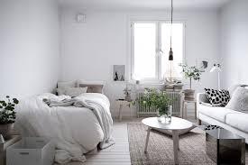 moderne einzimmerwohnung einrichten wohn und schlafzimmer