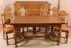 BEAUTIFUL 8 PIECE OAK DINING ROOM SET W PULL OUT LEAVES ON TABLE
