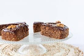 low carb zucchini buchweizen kuchen mit schokoladen glasur