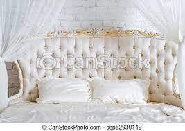 schlafzimmer in hellen farben großes komfortables