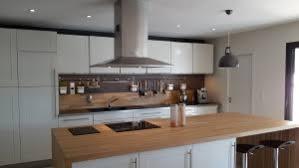plan de travail cuisine bois brut plan de travail bois massif l atout inconsidérable de votre cuisine