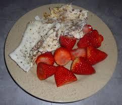 maison naturel de blanc d œufs avec fraises