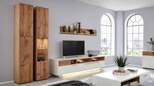 interliving wohnzimmer serie 2102 vitrinenschrank 510466 mit beleuchtung helles asteiche furnier eine tür mit glaseins