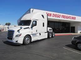 Semi Truck: Sleeper Semi Truck